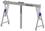 33960064 Wciągarka bramowa aluminiowa z możliwością przejazdu pod obciążeniem, z wózkiem pchanym i wciągnikiem łańcuchowym miproCrane DELTA 700M (udźwig: 1000 kg, szerokość: 4100 mm, wysokość: 2159/2550 mm)