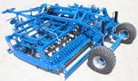 95247940 Kompaktowy agregat uprawowy U 684 wersja zawieszana z zębem SU i składana hydraulicznie, 32x12mm ze wzmocnieniem, redlica 35x200x5mm, 4 rzędy zębów (szerokość robocza: 4 m, liczba zębów: 39, zapotrzebowanie mocy: 125 KM)