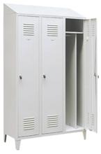 99552187 Szafka ubraniowa 0,8mm na nóżkach ze skośnym daszkiem, zamek ryglujący drzwi w 3 punktach, 3 drzwi (wymiary: 2140x900x490 mm)