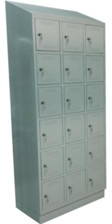 00150540 Szafa skrytkowa z daszkiem, 3 segmenty, 18 skrytek (wymiary: 2135x900x480 mm)