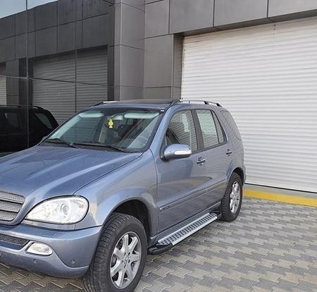 01656043 Stopnie boczne - Mercedes ML W163 1997-2005 (długość: 182 cm)