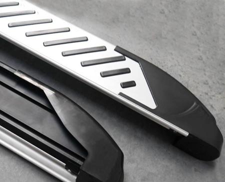01656357 Stopnie boczne, paski - Toyota Hilux 2005-2015 (długość: 193 cm)