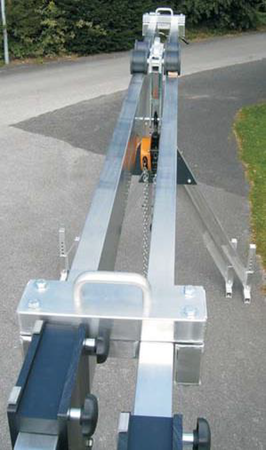 99953739 Suwnica bramowa aluminiowa składana (udźwig: 1500 kg, szerokość: 4,23m, wys. dla pracy wciągarki: 2,23-4,00m, szerokość stelarzy: 2,30m)